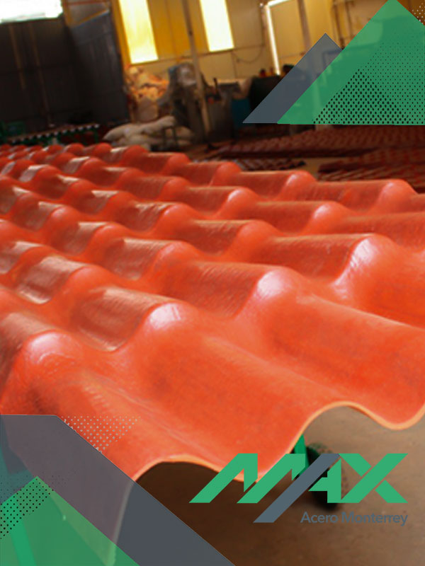 Plastiteja, lámina plástica para techo con diseño que simula la teja de barro.
