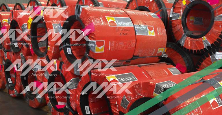 Rollo de acero Ternium con anchos de 3 o 4 pies y cintas de acero de 2 pies de ancho.