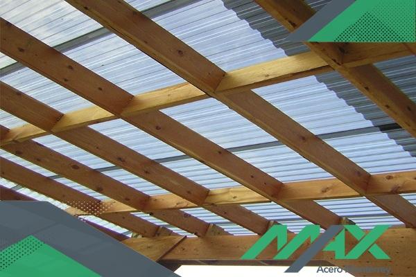 La lámina traslúcida para techo es uno de los componentes que mejores resultados da a un costo muy inferior en comparación con otras opciones.